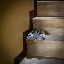 Les pantoufles sur l escalier